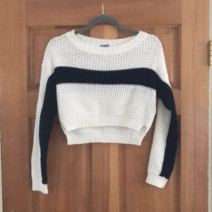 Tops - Cropped knit sweater